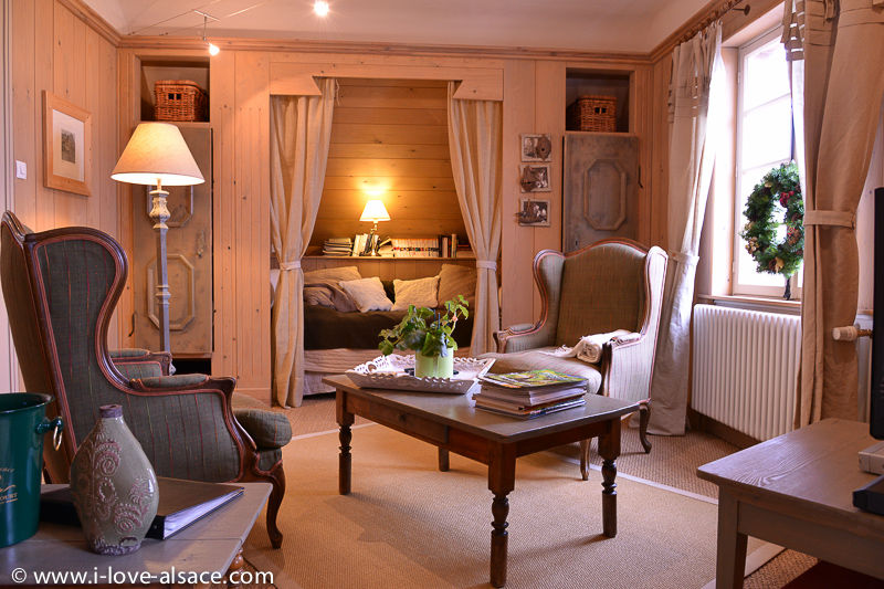 The house of the 4 Travelers offers a beautiful and romantic holiday rental gite: a perfect place to stay in Alsace Vosges for mountain hiking, biking or fishing. With wine route and gastronomy right at hand!